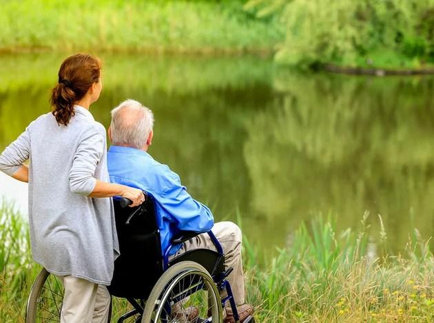Как оформить пособие по уходу за инвалидом?