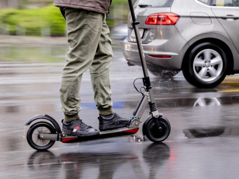 ПДД дополнят правилами для водителей гироскутеров, электросамокатов, скейтов