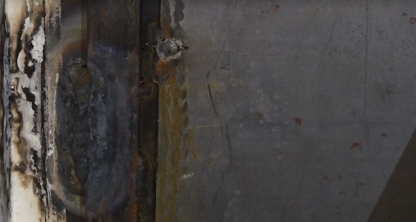 Приставы заварили дверь жильцов, отказавшихся от квартиры в новом доме