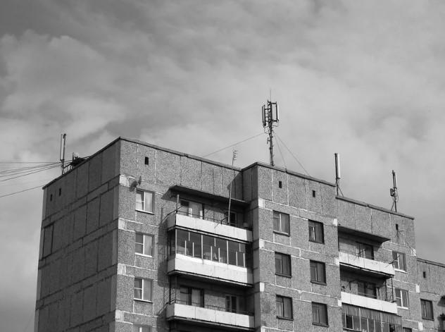 Какое оборудование можно устанавливать на крышах жилых домов, а какое нет?