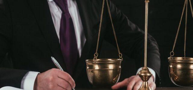 Чем отличаются юридические услуги от помощи?