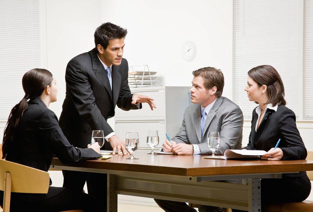 Какие вопросы решает корпоративный юрист?