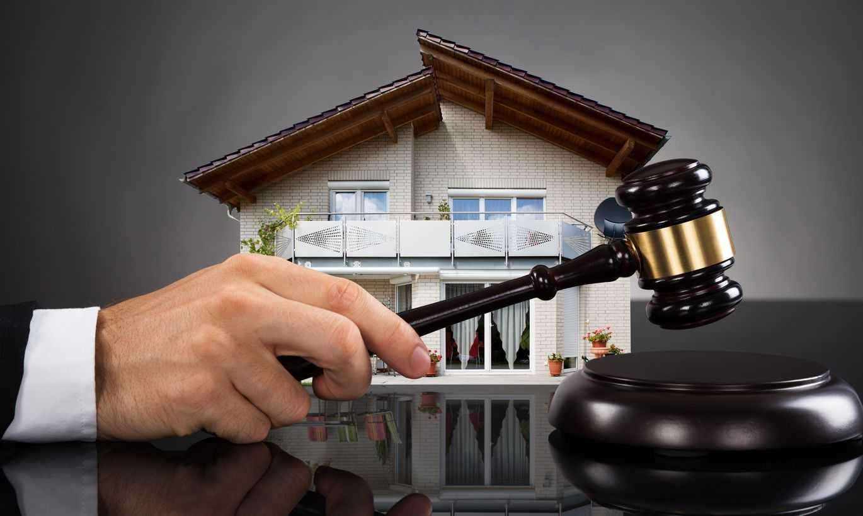 Как на публичных торгах продают квартиры вместе с должниками?